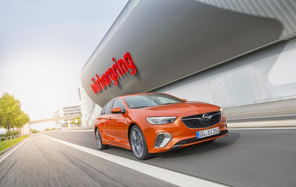 DBA5EF6E DBF6 44D1 86F5 118B0A5A9820 1024x649 - Llega el Opel Insignia GSi