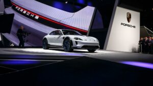 3917d961 6fbe 4fc1 9b8a 6fbde185ecea teaser original 720x1 5 300x169 - Porsche y Audi desarrollan una arquitectura conjunta para vehículos eléctricos