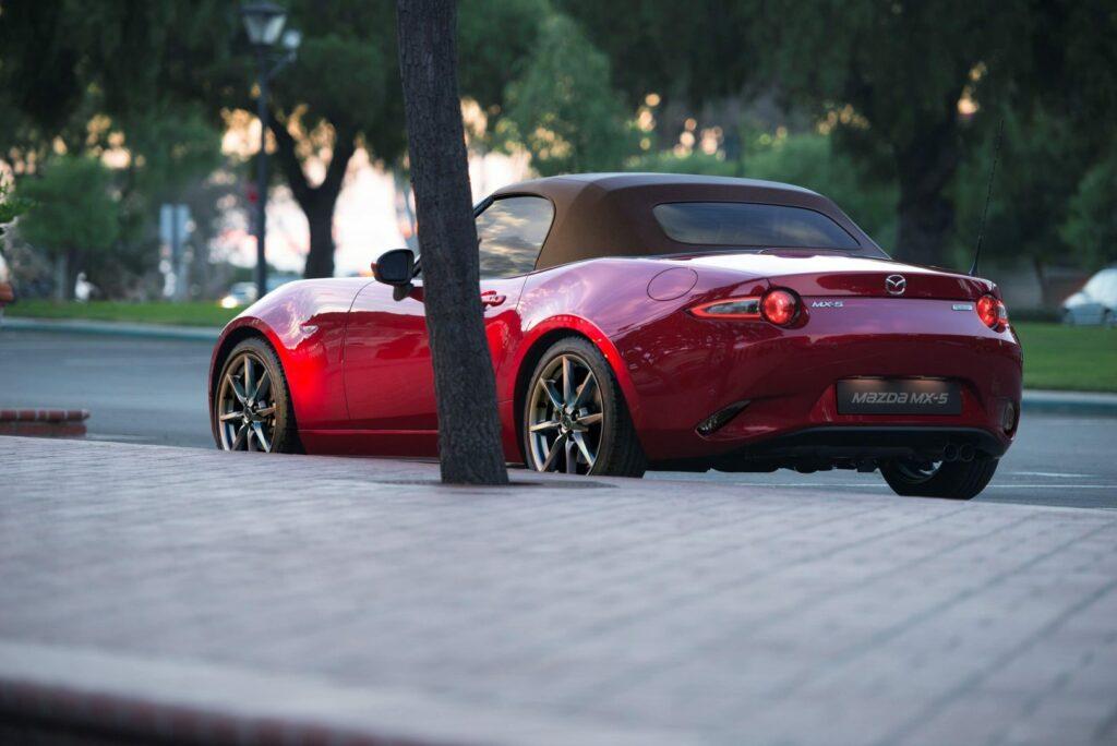Mazda MX 5 Brown soft top GER RQ 1024x684 - Mazda actualiza el Mx-5, más potencia y diversión