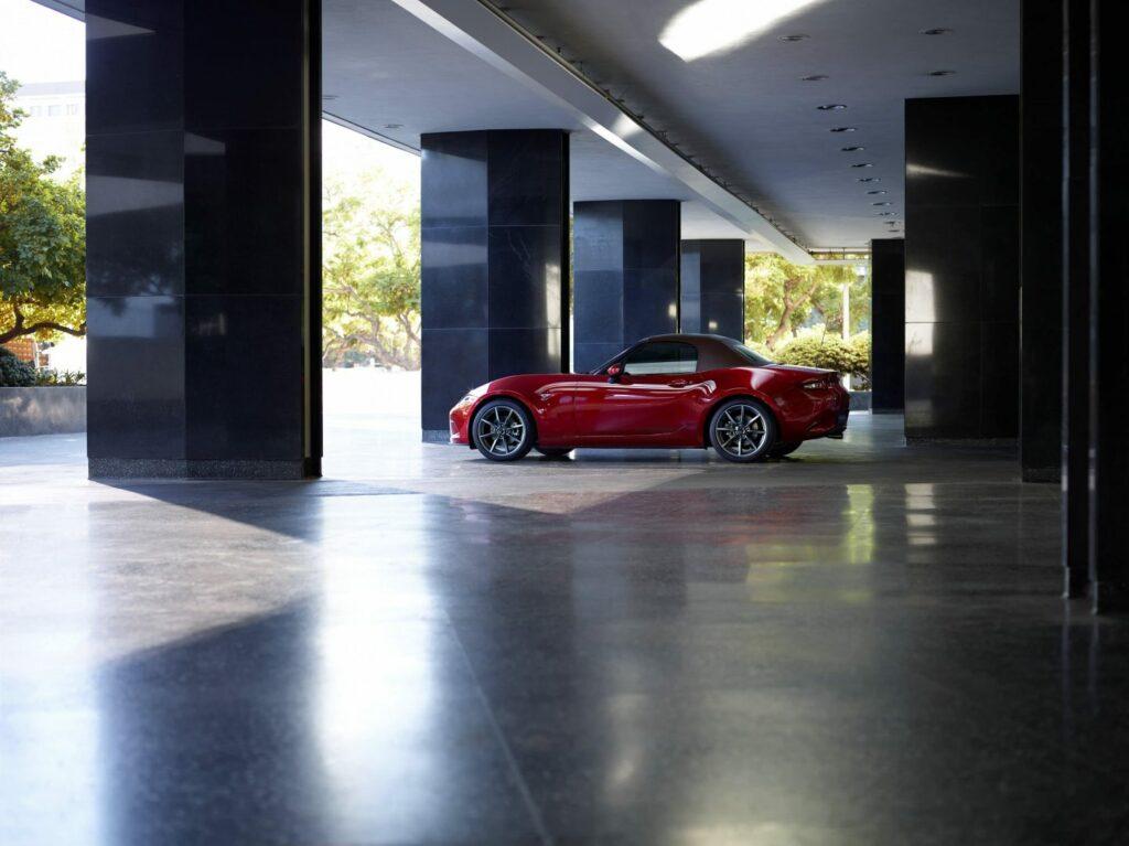 Mazda MX 5 Brown soft top GER side 1024x767 - Mazda actualiza el Mx-5, más potencia y diversión