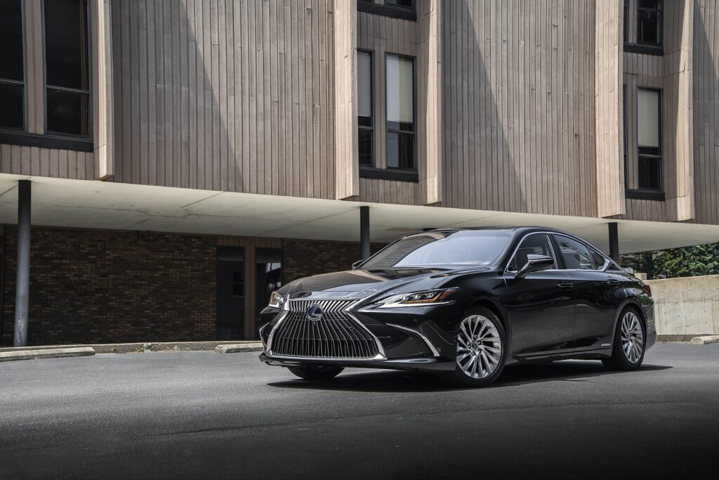 hv lexuses300h graphiteblackgf1 1024x683 - Así es el Lexus ES 300h