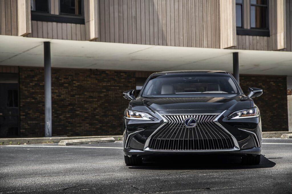 hv lexuses300h graphiteblackgf3 1024x683 - Así es el Lexus ES 300h