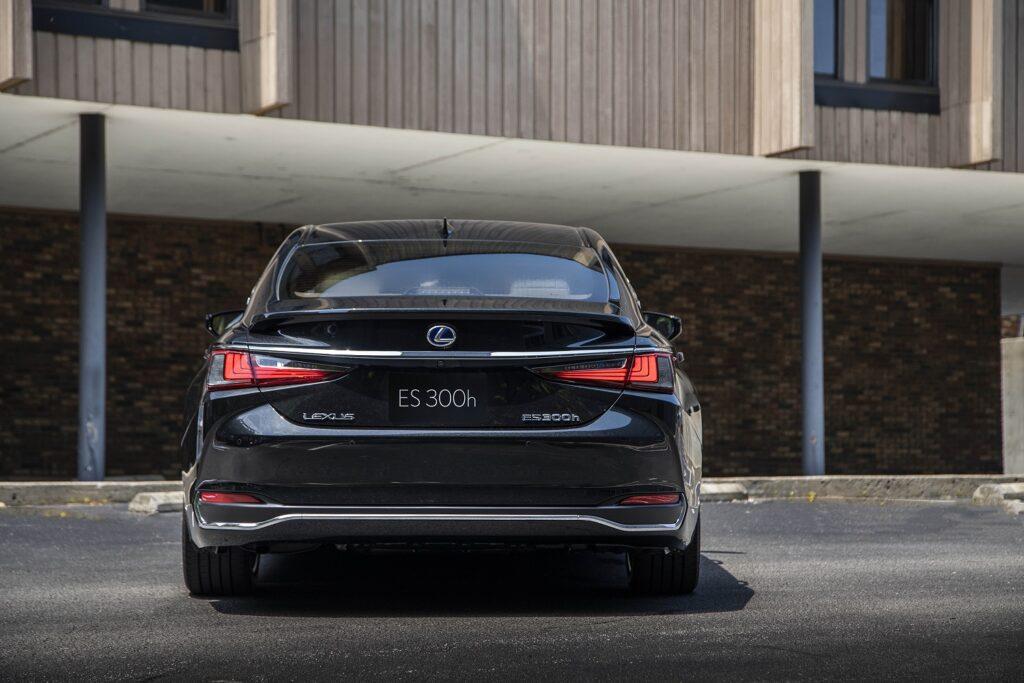hv lexuses300h graphiteblackgf4 1024x683 - Así es el Lexus ES 300h