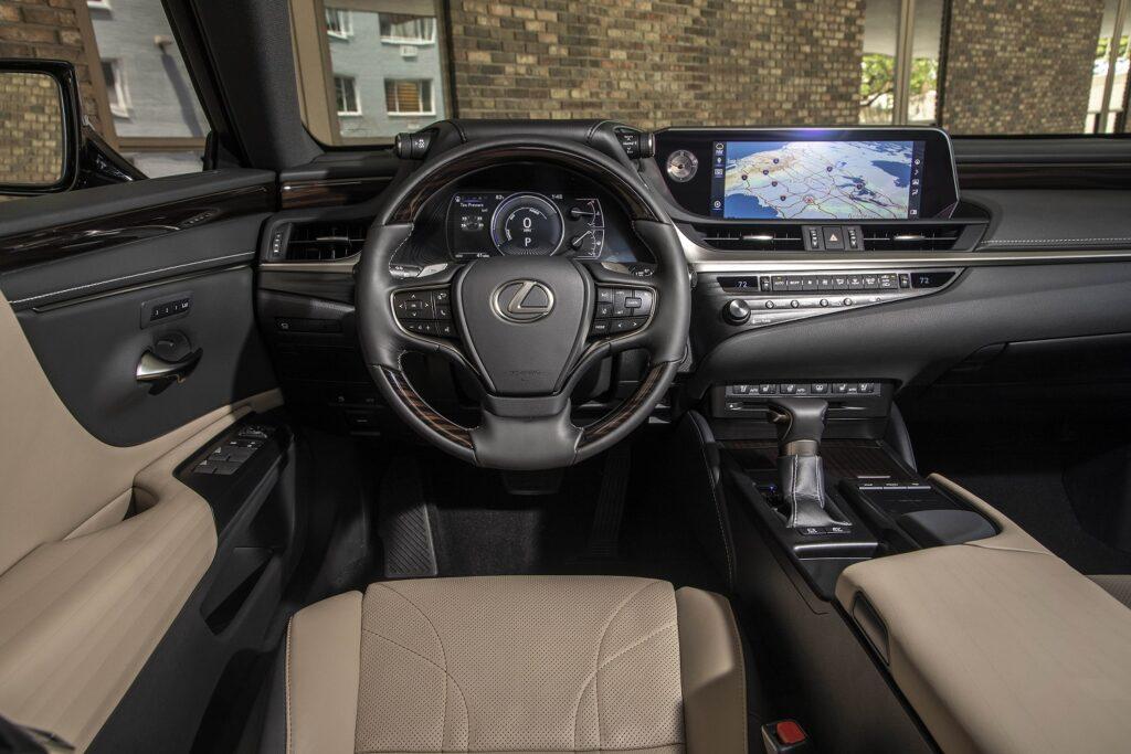 interior lexuses chateau shimamokublack premium24 1024x683 - Así es el Lexus ES 300h