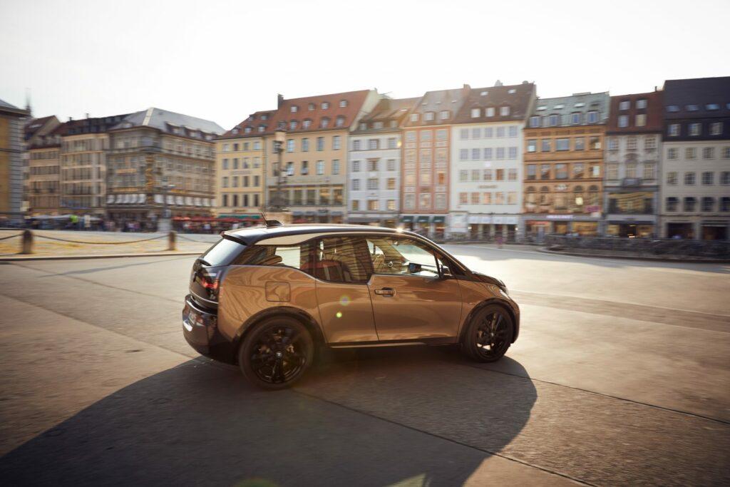 P90320635 highRes the bmw i3 120 ah 09 1024x683 - BMW retoca el i3: más batería y personalización