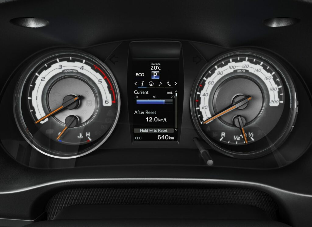 toyotahiluxlegend7 1024x746 - Nueva versión Legend para el Toyota Hilux