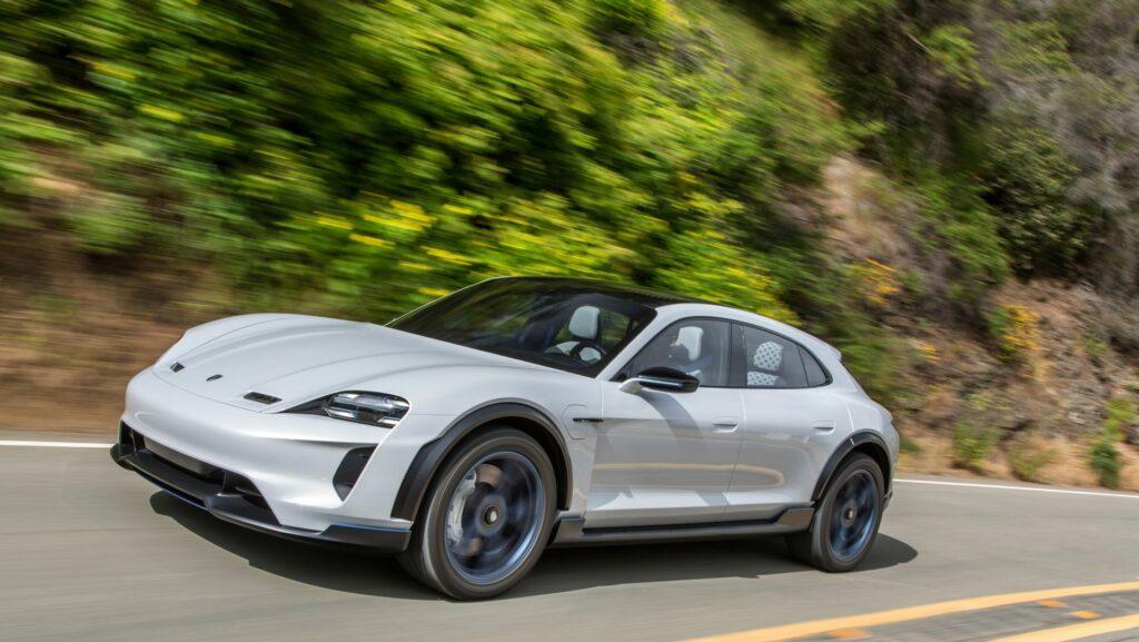 """1D5AC54A 0F27 4C48 BB71 32BB7660D426 1024x577 - Porsche lanzará un Taycan """"Crossover"""""""