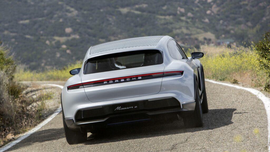 "55D5ED30 F9DA 44B2 9AA6 D0C99934E899 1024x577 - Porsche lanzará un Taycan ""Crossover"""