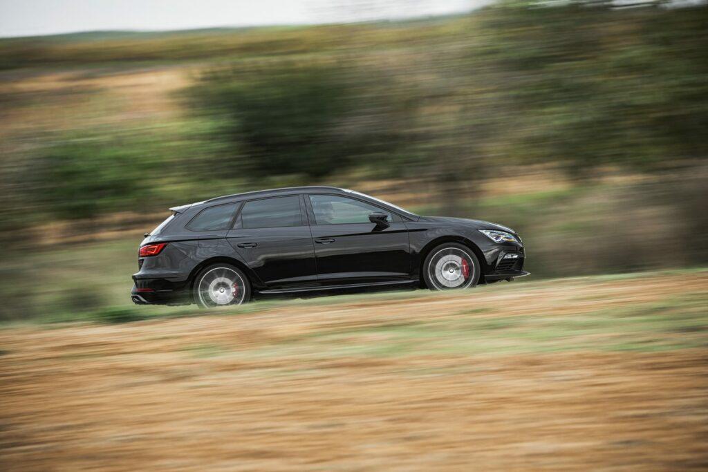"""CUPRA Black Carbon 003 HQ 1024x683 - Nueva versión """"Black Carbon"""" para el Seat León ST Cupra"""