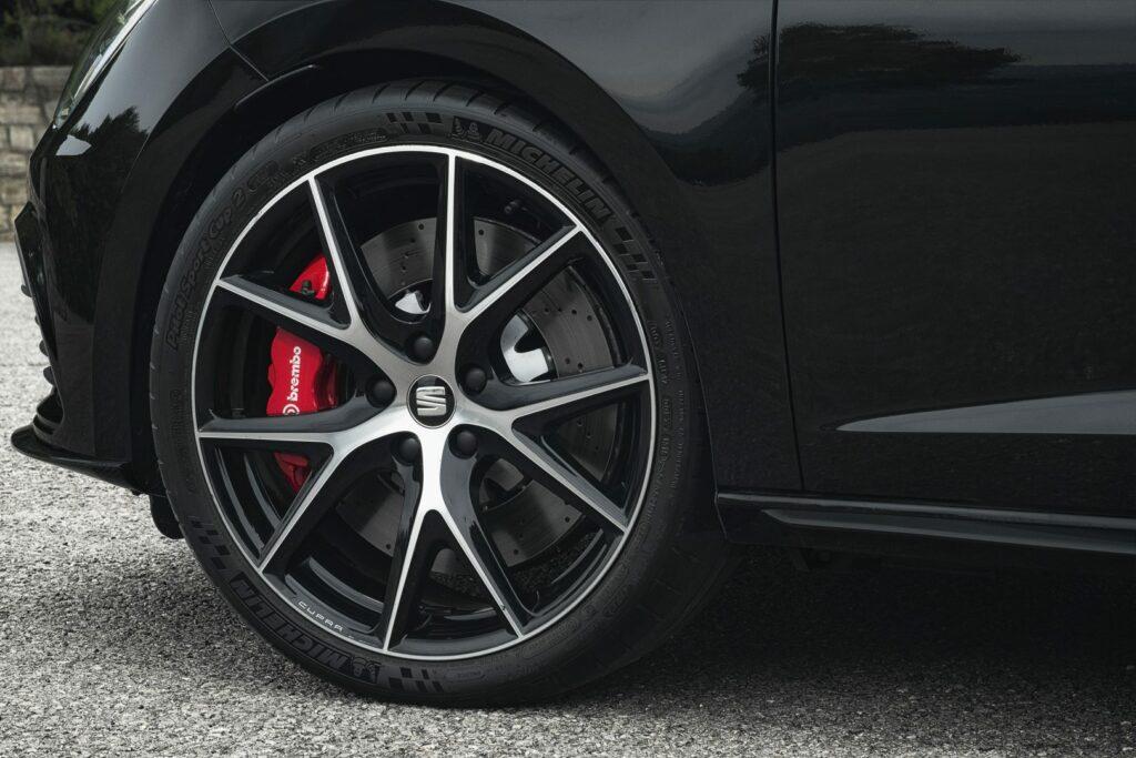"""CUPRA Black Carbon 007 HQ 1024x683 - Nueva versión """"Black Carbon"""" para el Seat León ST Cupra"""