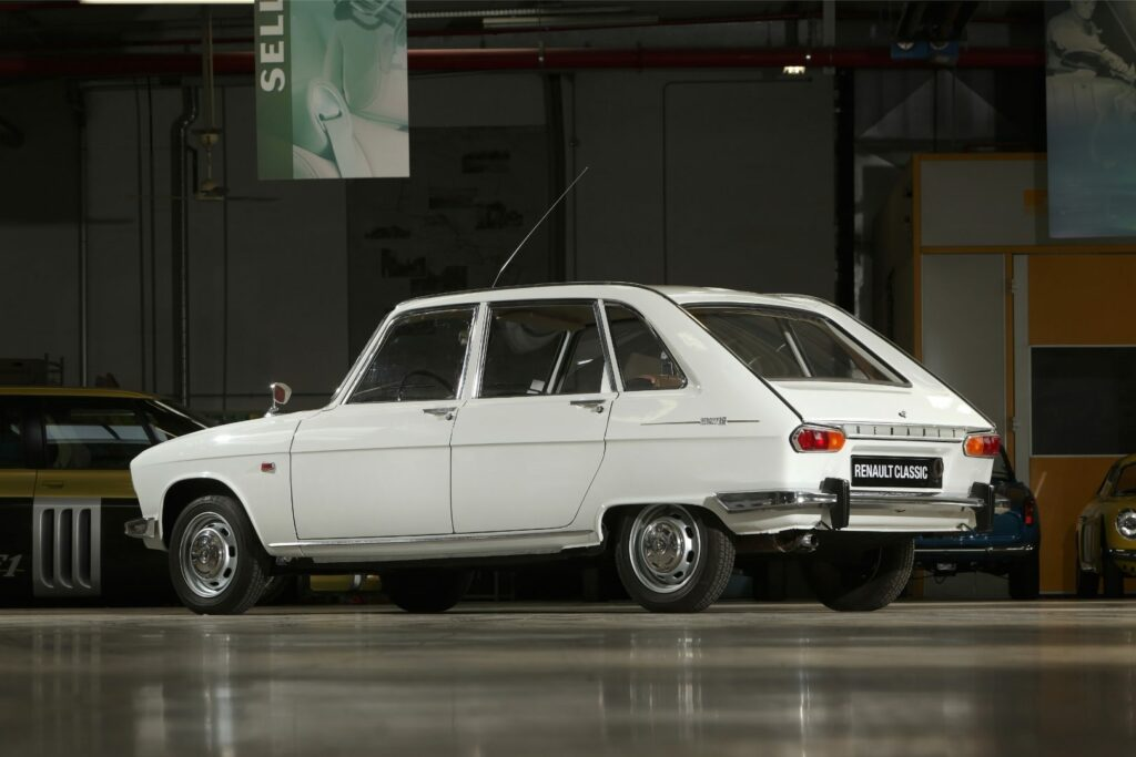 29600D73 E4EB 44ED A6F8 B5AC981DF9BA 1024x683 - Renault 16: el primer familiar