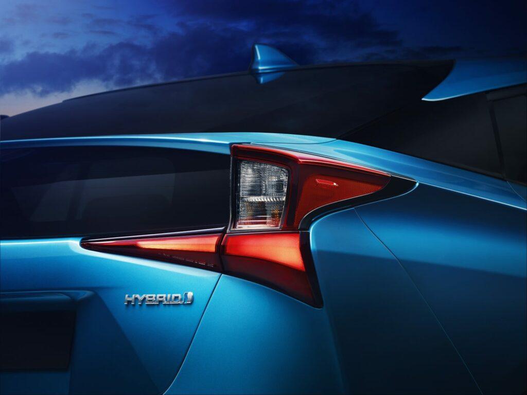 prius 3 v7 rgb 206605 1024x768 - Nuevo Toyota Prius 2019: nueva versión con tracción total