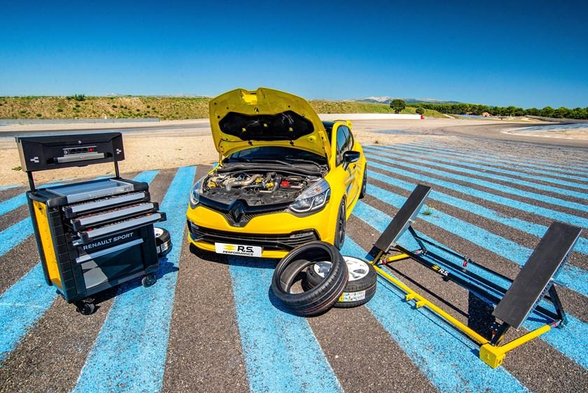 68A14AE4 4B62 4EDD 81C8 3488A6053DF1 - Renault Sport presenta los accesorios RS Performance Parts