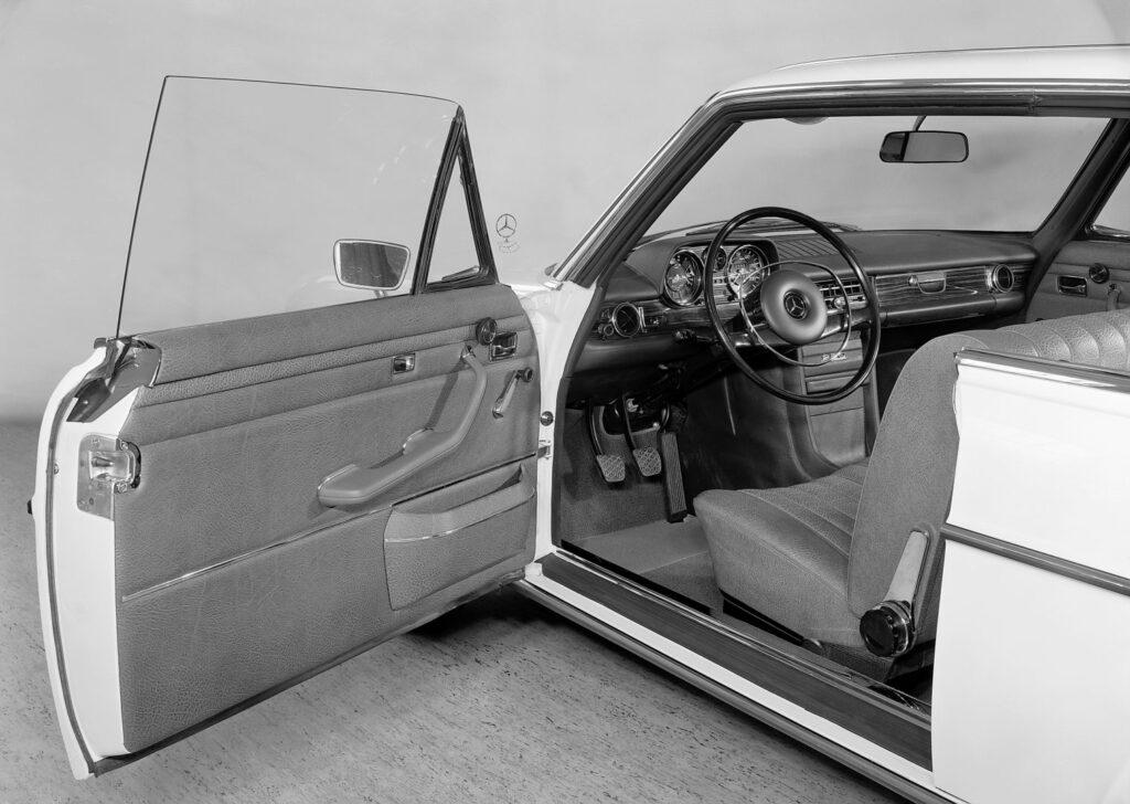 """U67472 1024x728 - 50 años del """"Stoke Eight"""": el antecesor de la Clase E de Mercedes"""