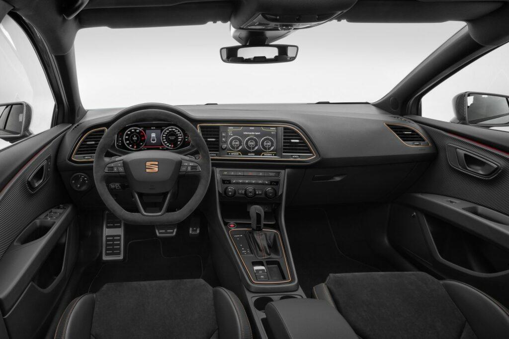 3932233B F283 41FC BFA6 2E5C7FE7B083 1024x683 - Disponible el Seat León ST Cupra R