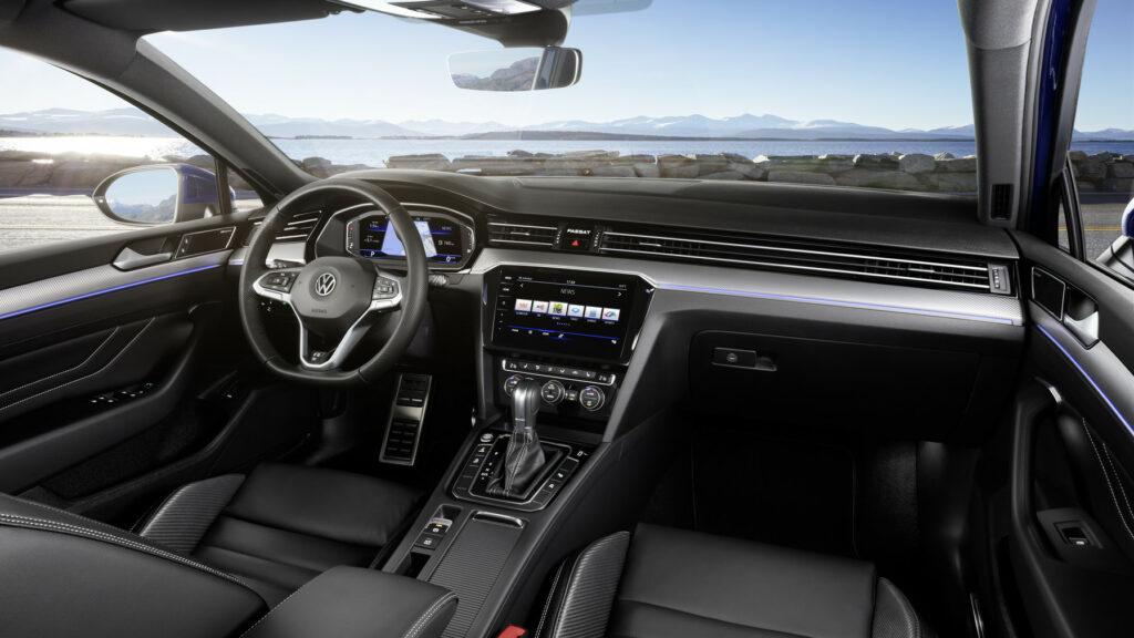 DB2019AU00122 medium 1024x576 - Volkswagen renueva el Passat centrado en la tecnología y la conducción autónoma