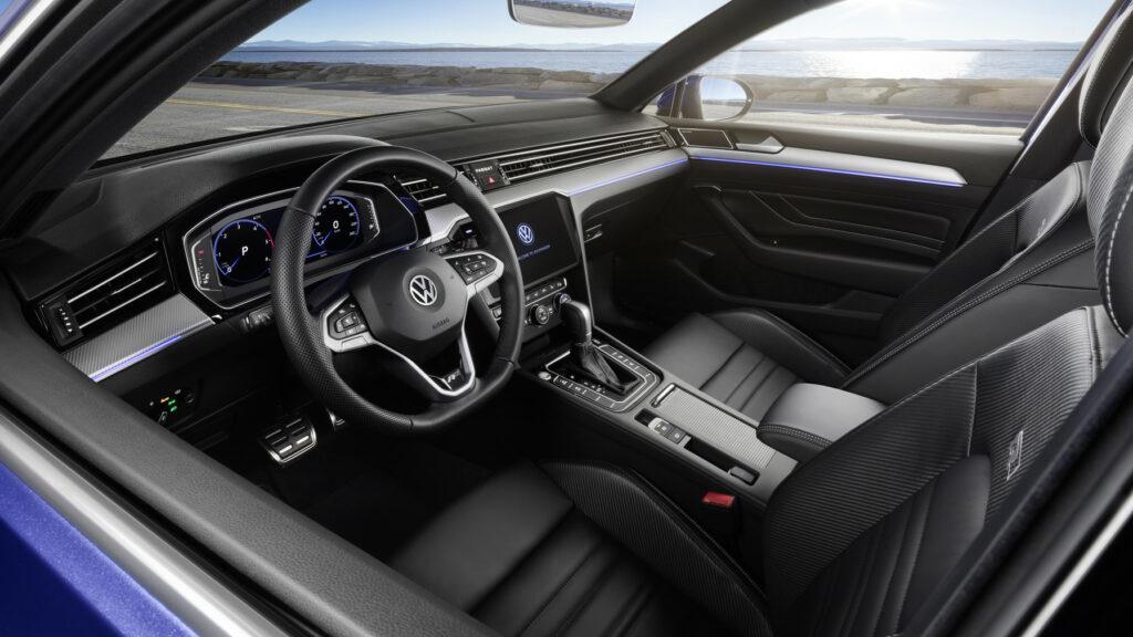 DB2019AU00124 medium 1024x576 - Volkswagen renueva el Passat centrado en la tecnología y la conducción autónoma