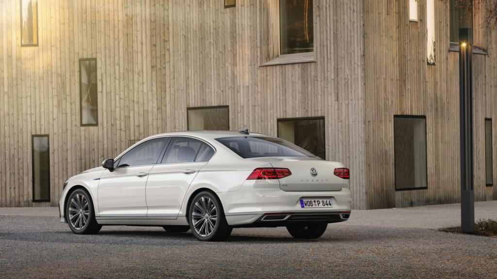DB2019AU00142 medium 1024x576 - Volkswagen renueva el Passat centrado en la tecnología y la conducción autónoma